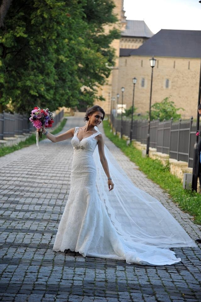 rochie-mireasa-din-dntela-1408706200310-999x1427