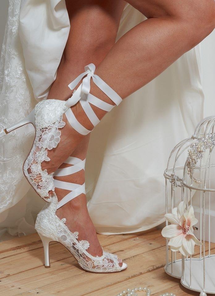 Ce pantofi merg la rochia de mireasa